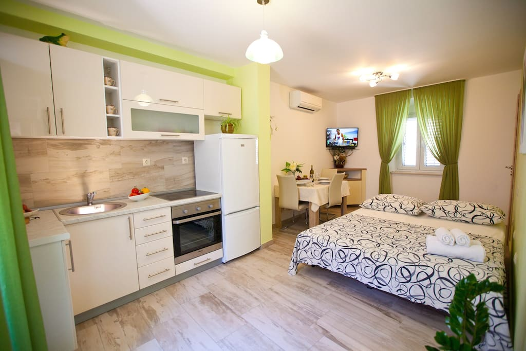 Kitchen/dining room with big pull-out sofa for 2 adults people