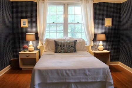 1 of 3 Rooms in Main Line Home - Wayne - Bed & Breakfast