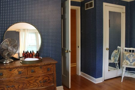 1 of 3 Rooms in Main Line Home - Bed & Breakfast