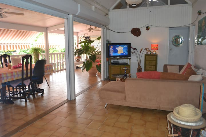 Spacious doubled bed room -Caribean - Schœlcher - Lejlighed
