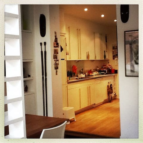 Charming little house with garden - Uccle - Hus
