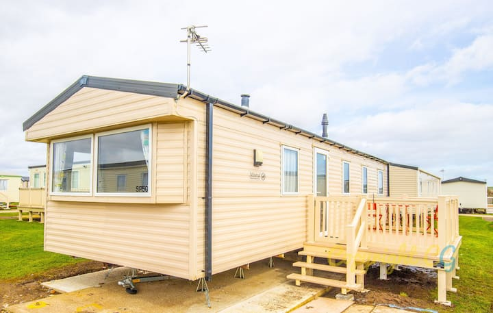SP50 - Camber Sands Holiday Park - Sleeps 8 - 2 mins walk to the beach - small dog welcome