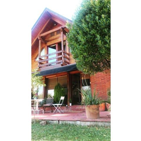 charming rustic house - Lliçà d'Amunt - Chatka w górach