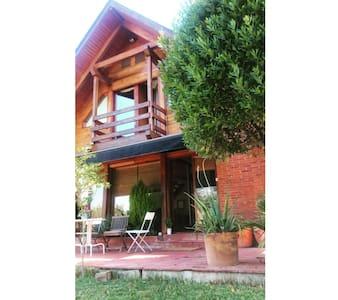charming rustic house - Lliçà d'Amunt - กระท่อมบนภูเขา