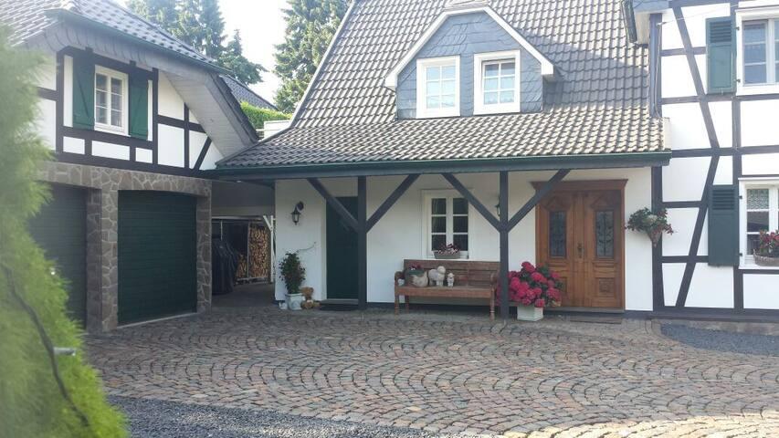 Traum-Wohnung im Grünen - Burscheid - Apartemen