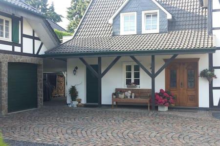 Traum-Wohnung im Grünen - Burscheid - Lägenhet