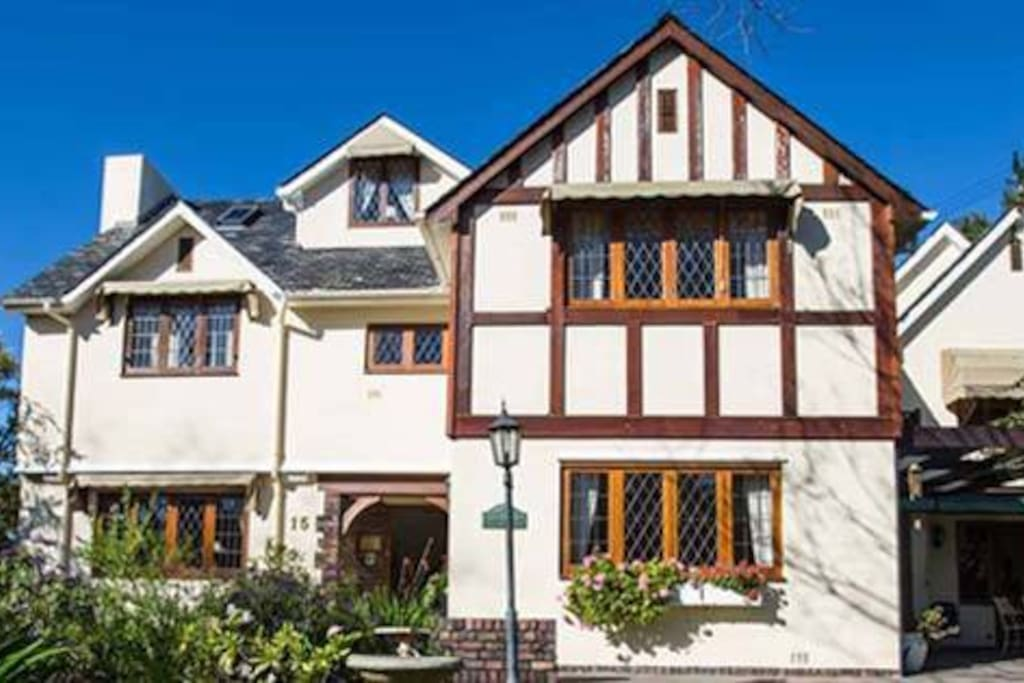 A 70 year old Tudor style, well-restored guest house, in the quiet heritage suburb of Rondebosch.