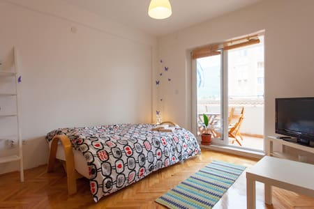 Yellow Studio ⭐ Central ⭐ Close to Waterfront