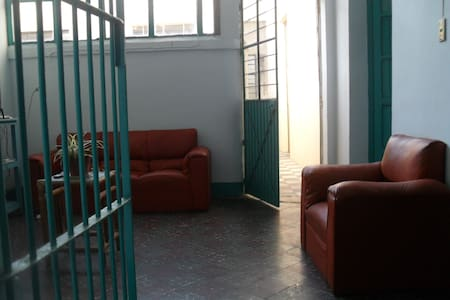 Room type: Private room Property type: House Accommodates: 2 Bedrooms: 1 Bathrooms: 0