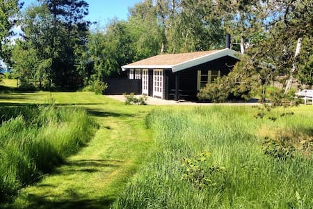 Skønt sommerhus med havkig - Kalundborg - Blockhütte