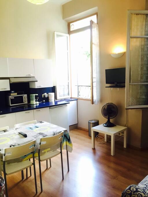 Appartement plein centre cassis appartements louer - Location appartement salon de provence le bon coin ...