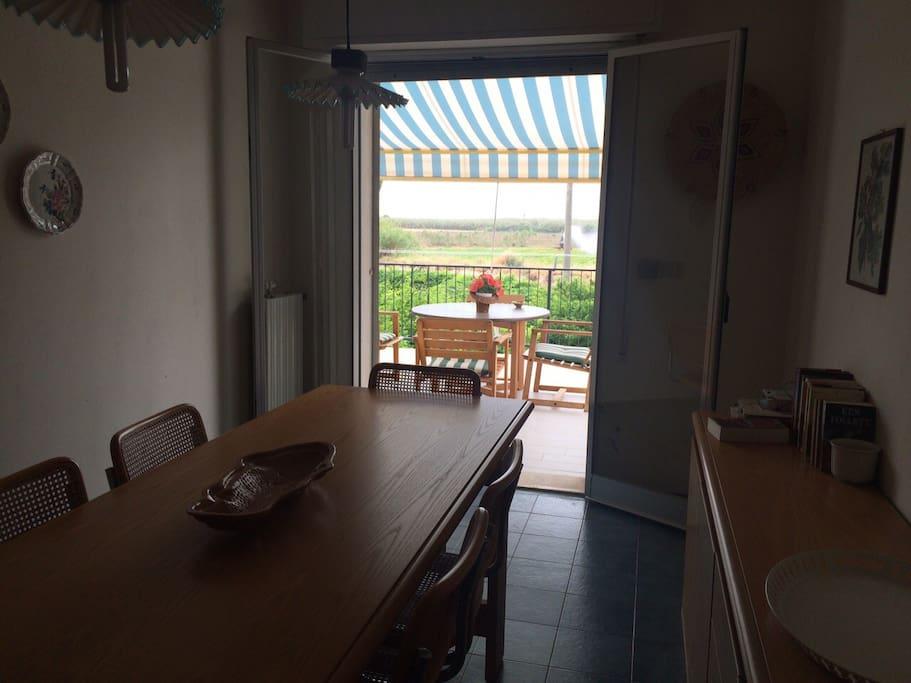 La sala da pranzo con tavolo lungo 3 mt