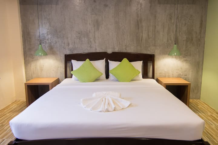K.L. Hotel/Lively Double Bed/Night Markets/Krabi