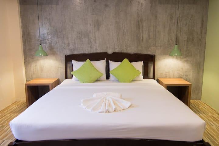 K.L. Hotel/Lively Double Bed/Night Markets/Krabi