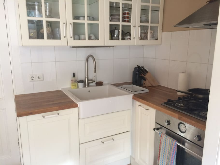 Fully equipped kitchen, with dishwasher, gas stove, freezer etc.