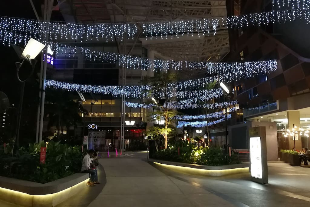 easy access to paradigm mall