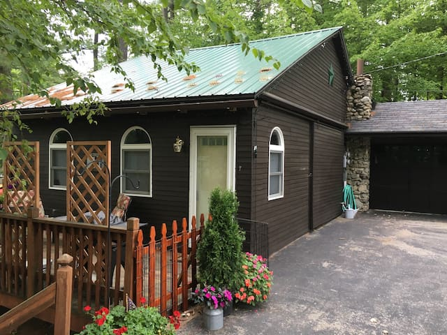 N. Conway Village Carriage House, Pets OK! WIFI, - Conway - House