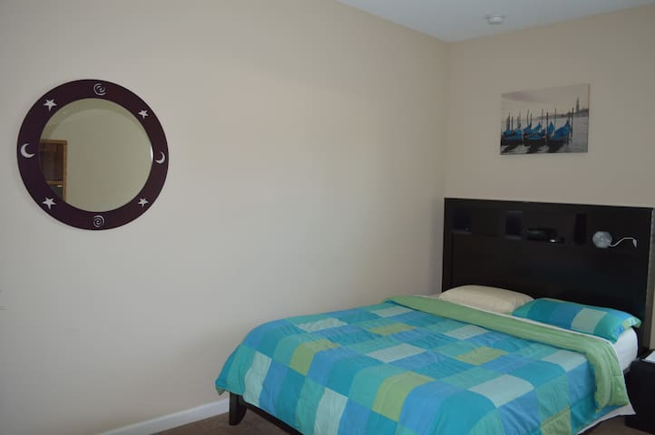 Pvt room in centrally located home! - St. Augustine - House