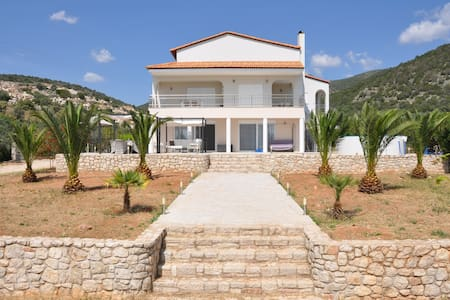 Luxury Villa Livadia, Swimming pool  10-12 persons - Kantia