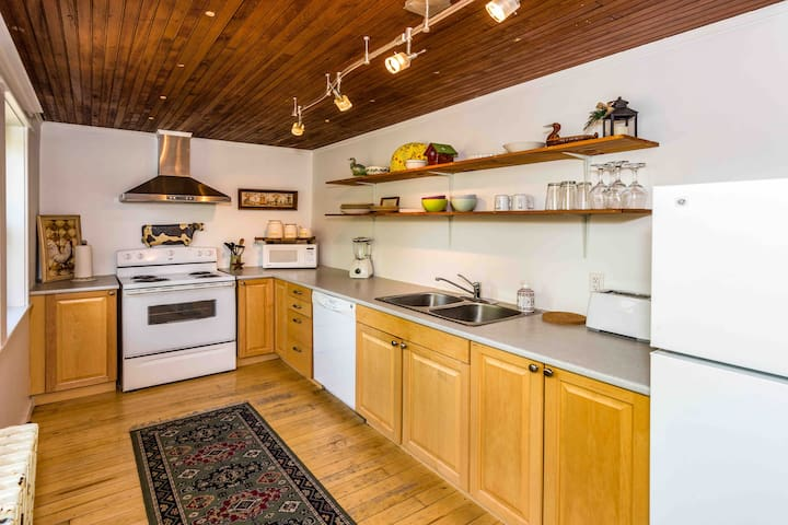 Quaint apartment in the lovely Historical Avenues