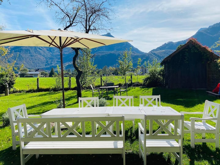 Spacious Family-Chalet, private backyard, < 14 pax