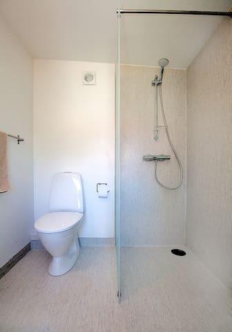 badeværelse med bruseniche