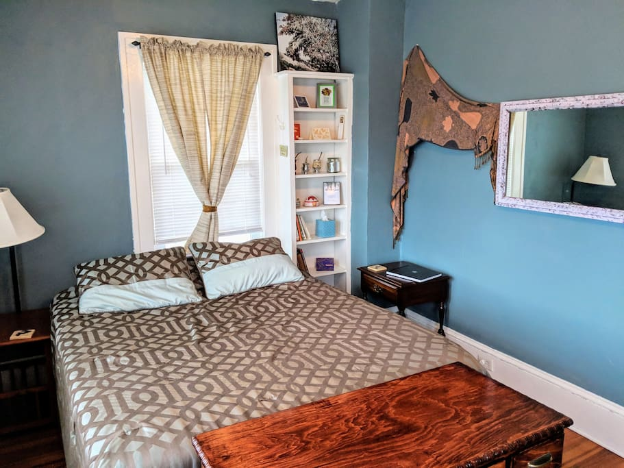 Queen size bed with memory foam. Sturdy and doesn't creak.