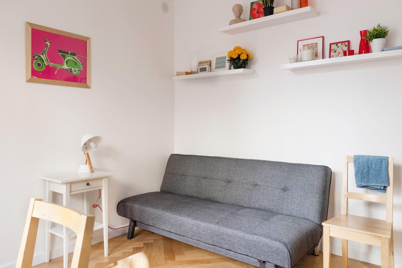 Vous pouvez facilement convertir le canapé en lit pour deux personnes (Nouveau canapé Ikea Asarum 190x132 déplié, pour 2 personnes)