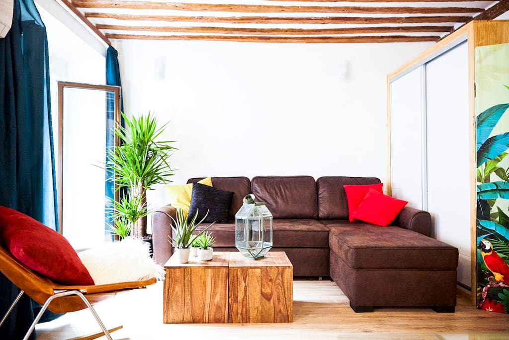 Living. Best Airbnb Apartment Madrid Centre Center  Wifi AC. Local Experience