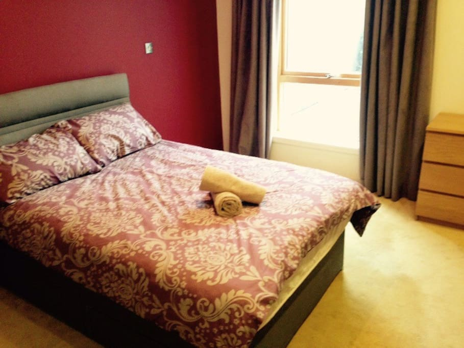 Brightly lit, En-Suite, Double bed room with floor to ceiling wardrobes