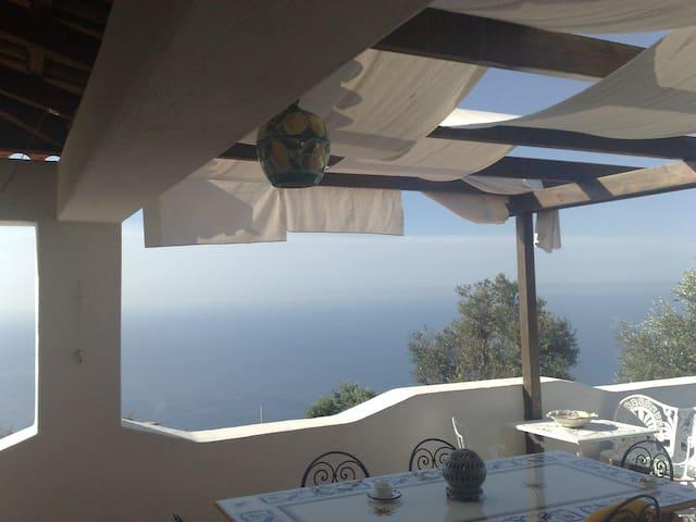 villa con terrazzo vista mare - Serrara Fontana