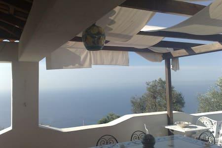 villa con terrazzo vista mare - Serrara Fontana - Villa