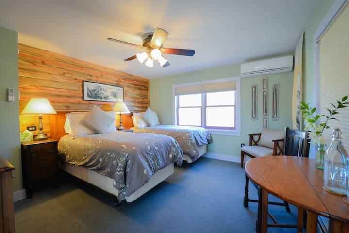Shavano Room - Briar Rose Bed and Breakfast