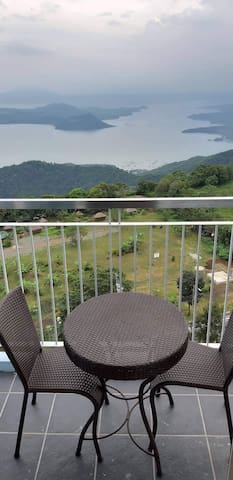 LuxuryCondo w/ Breathtaking Taal View+WiFi+Netflix