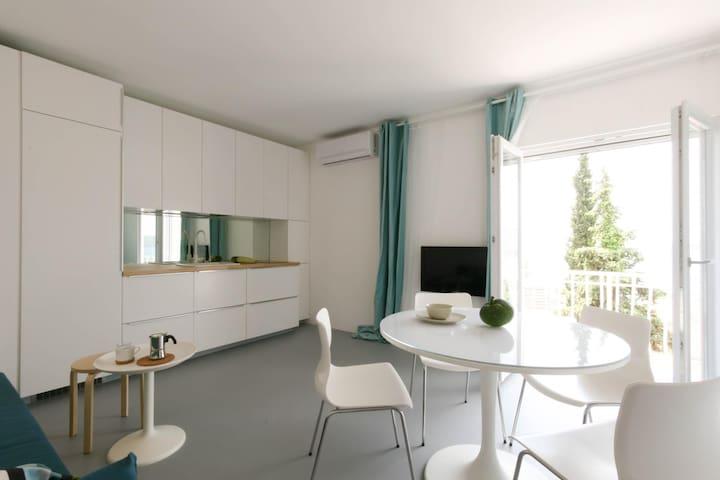 Apartments Suto-studio-Trogir-(design,view,beach)