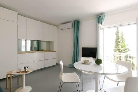 Apartments Suto-Trogir-studio(design, view, beach) - Trogir