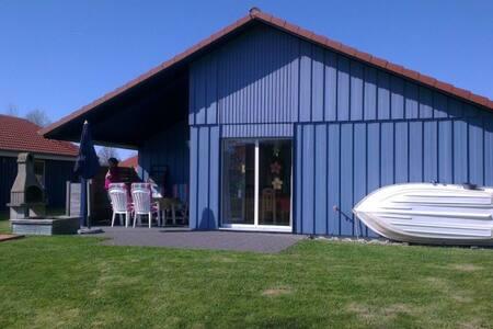 Ferienhaus direkt am See mit Kamin - Otterndorf - House