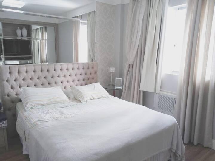 SINTA-SE EM CASA ótimo apartamento à 50m do mar!
