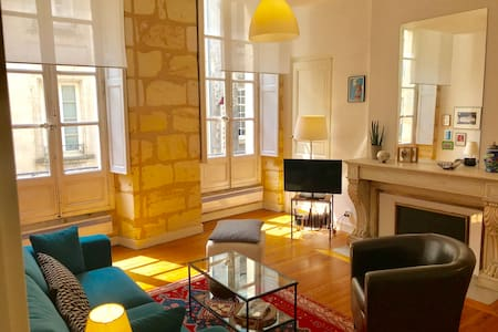 BEAUTIFUL 1 BEDROOM FLAT HEART OF THE OLD TOWN