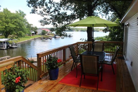 Hot Springs Lake Home - Peaceful, Modern & Central