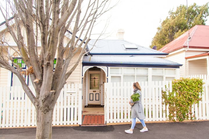 West Hobart 3 bedroom cottage (clean & convenient)
