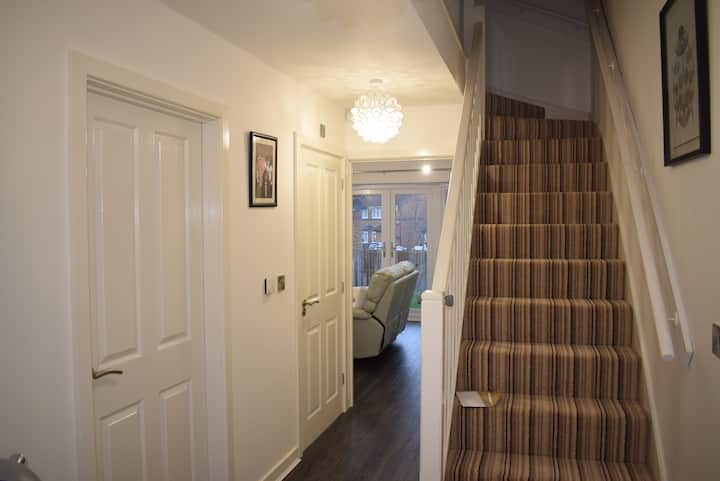1 room+double bed in a homely+secure+quiet place