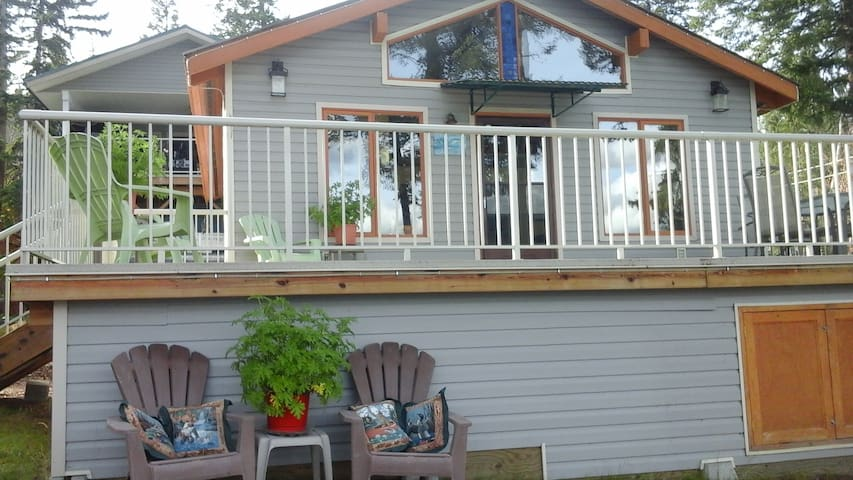 Maria's Cariboo Lakefront Guest Cottage - Lac la Hache - Cabana