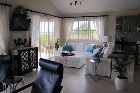 Private bedroom in oceanview home - Cabrera