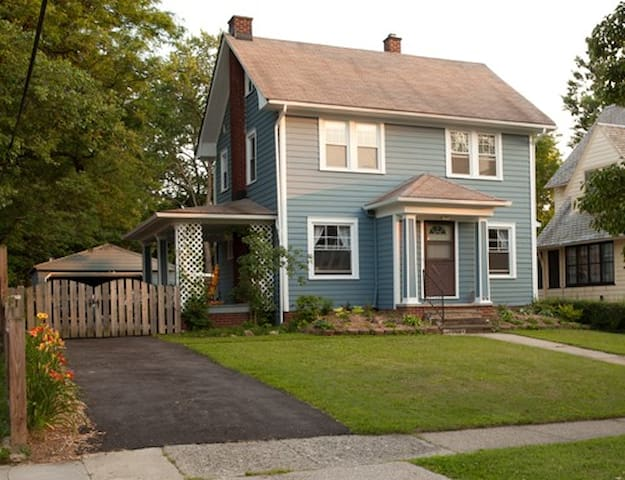 Entire House Close to Everything! - Cleveland Heights