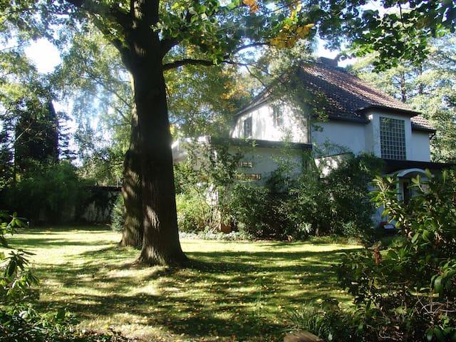 Villa Baum mit parkähnlichem Garten - Lehrte - Villa