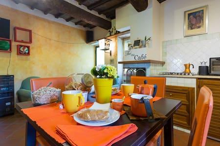 DoraHouse Room Centre Perugia - Perugia - Bed & Breakfast