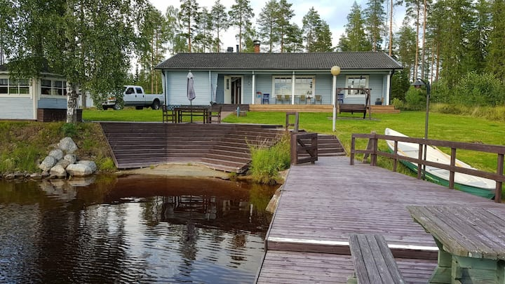 Lone Bear Lodge: around-the-year/sauna/grill/boat