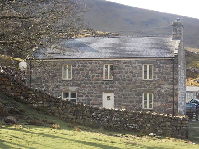 Beautiful Eco Farmhouse - Deildref - Arthog - House