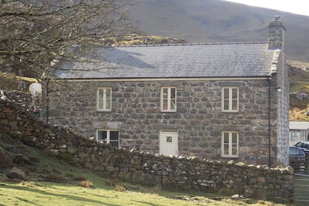 Beautiful Eco Farmhouse - Deildref - Arthog